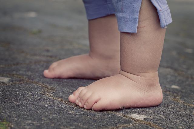 kiedy dziecko chodzi?