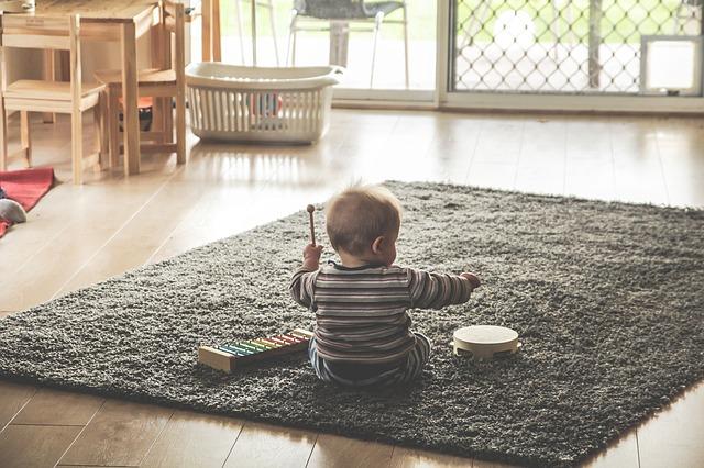 kiedy dziecko siada?